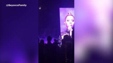 VIDEO – Beyoncé saigne de l'oreille en plein concert