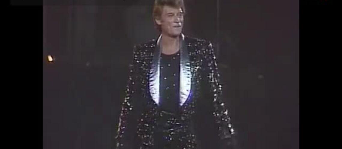 VIDEO GALA – Johnny Hallyday: sur scène, il a osé tous les looks!