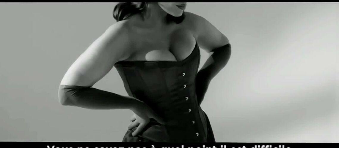 VIDEO – Le mannequin XXL Ashley Graham se glisse dans la peau de Jessica Rabbit