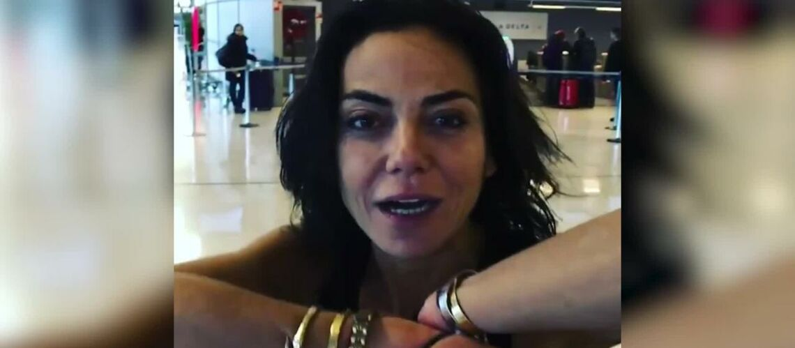 VIDEO – Tomer Sisley menotte sa fiancée, Sandra Zeitoun, dans un aéroport