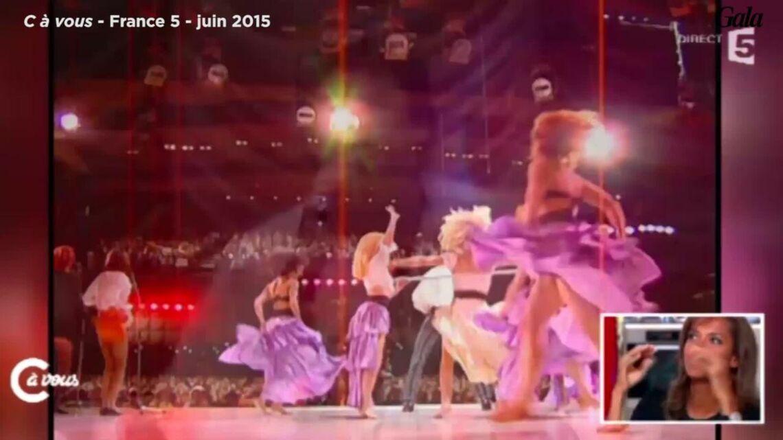VIDEO – Quand Karine Le Marchand était… choriste de David Hasselhoff!