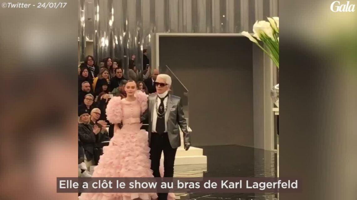 VIDÉO – Lily-Rose Depp fait sensation en robe de mariée pour le défilé haute couture de Chanel