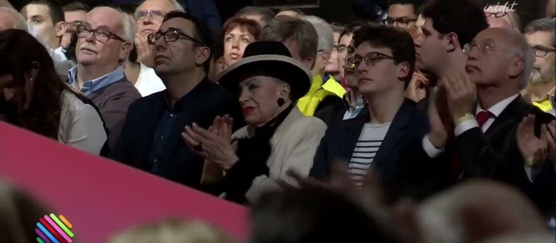 VIDEO – Geneviève de Fontenay tacle François Fillon au meeting d'Emmanuel Macron