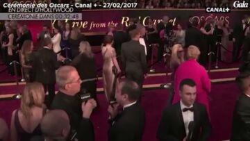 VIDEO – Jérôme Commandeur pète un plomb en direct sur le tapis rouge des Oscars à cause de la fatigue