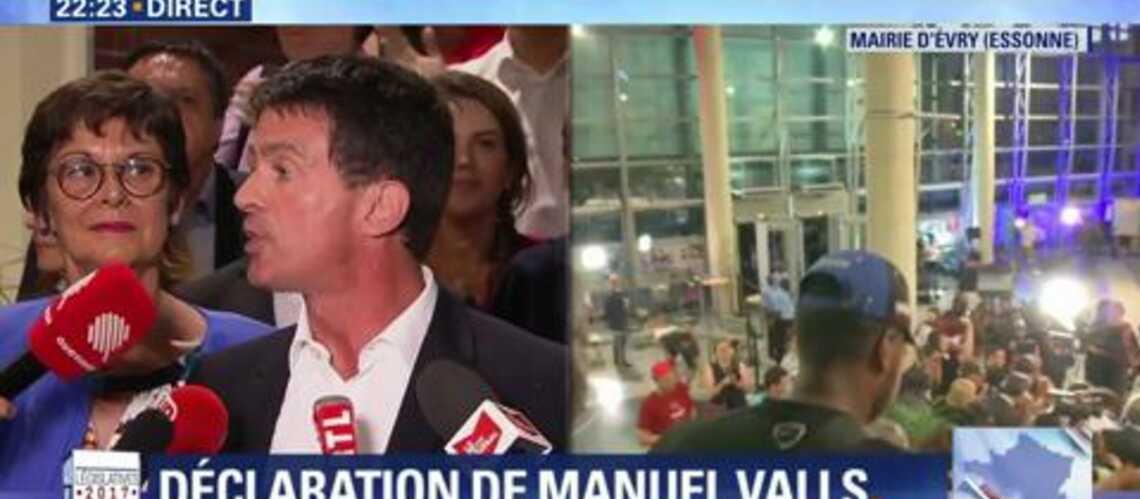 VIDEO – Quand Anne Gravoin, la femme de Manuel Valls, se place pour apparaître à l'image