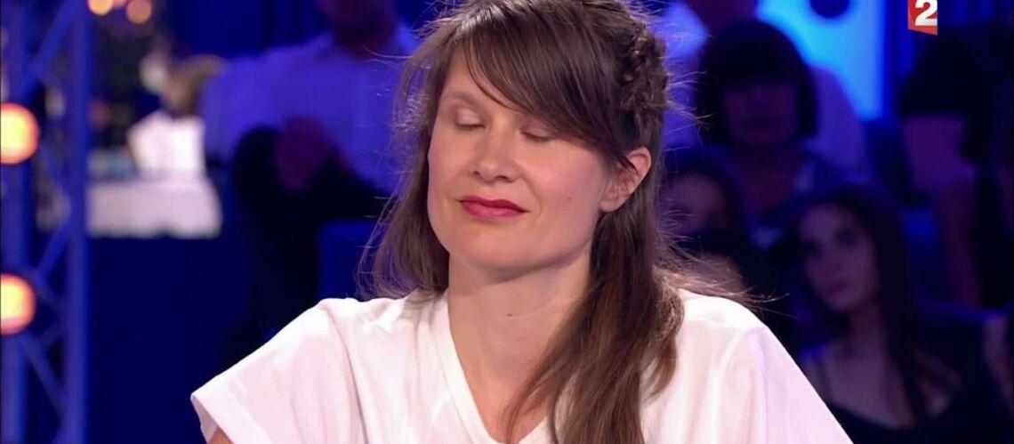 VIDEO – ONPC: L'attitude de la chanteuse Camille agace les téléspectateurs