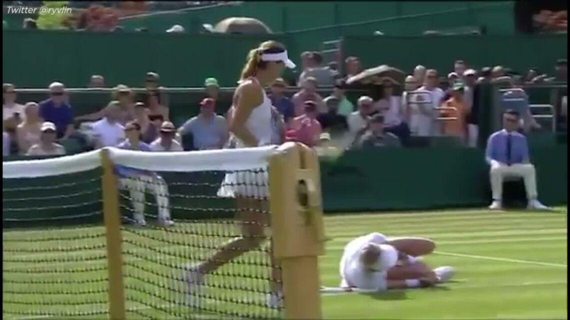 """VIDEO – """"Aidez-moi"""", l'horrible blessure d'une joueuse de tennis à Wimbledon"""