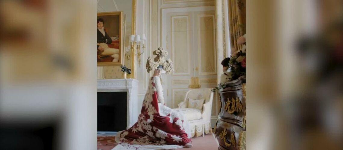 VIDÉO – Céline Dion: Vogue dévoile le résultat de leur collaboration, elle est méconnaissable et déjantée habillée en haute couture