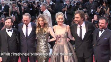 VIDEO – Comment Jennifer Lawrence et Darren Aronofsky se sont discrètement touchés sur le redcarpet