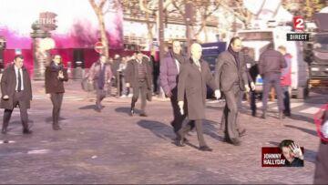VIDEO- Hommage à Johnny Hallyday: Julie Gayet et François Hollande arrivent main dans la main