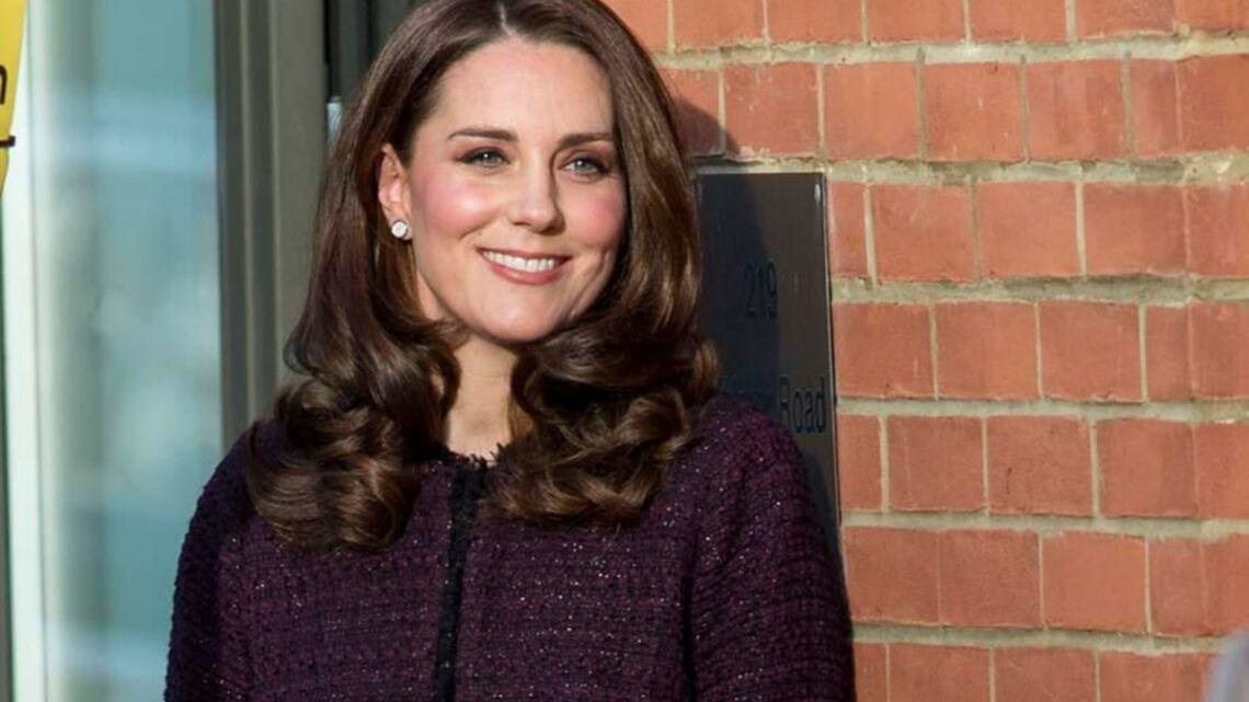 Video – Face à la polémique, Kate Middleton porte enfin une robe de grossesse
