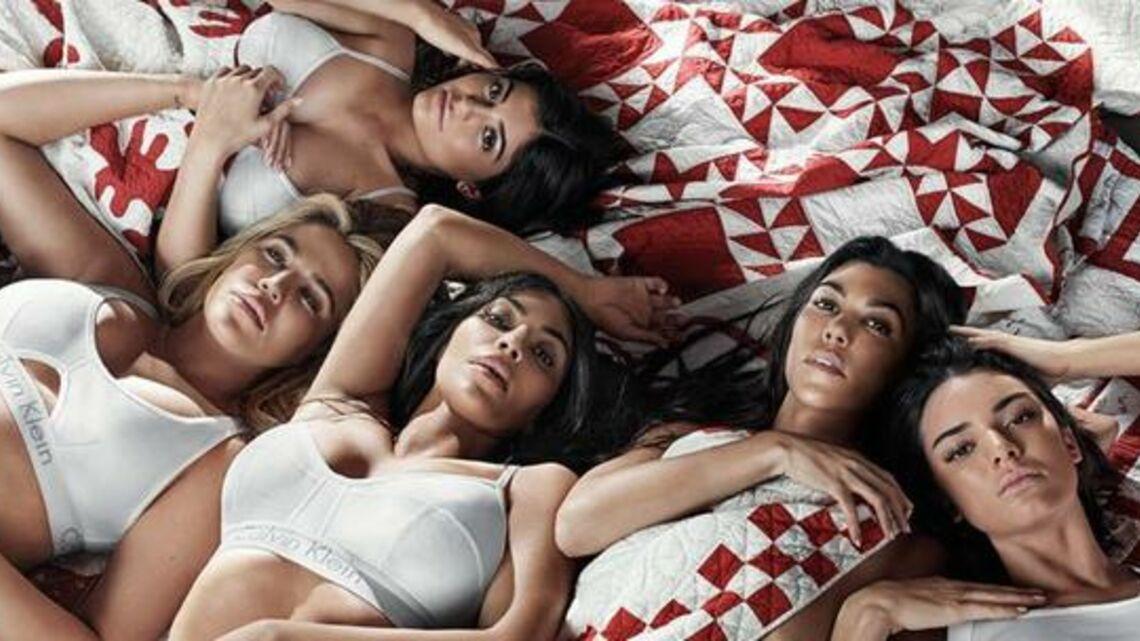 VIDEO – Kim Kardashian, Kendall Jenner…les sœurs Kardashian posent  en famille pour la campagne Calvin Klein