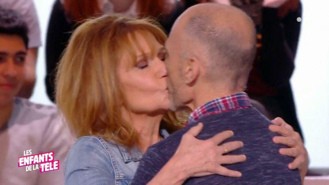 VIDEO – Clémentine Célarié très émue devant l'homme séropositif qu'elle avait embrassé au Sidaction