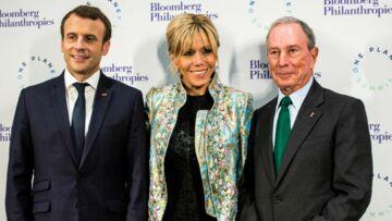 PHOTOS – Brigitte Macron ne quitte plus son manteau Louis Vuitton qu'elle possède en plusieurs modèles et couleur