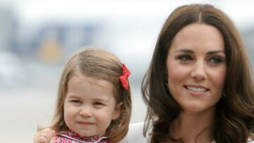 La princesse Charlotte, 2 ans, suit Kate Middleton comme son ombre
