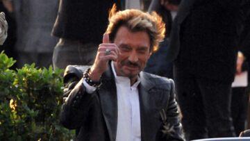 """VIDEO – """"Une affreuse chanson"""": découvrez quel tube de Johnny Hallyday s'est fait dézinguer sur le plateau de C à vous"""