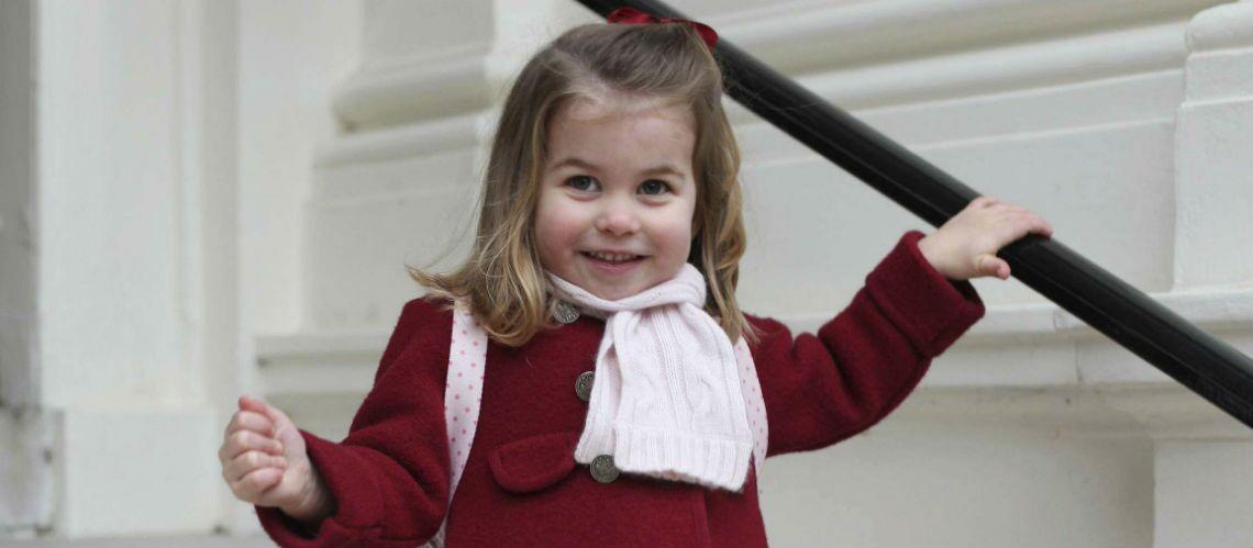 PHOTOS – La princesse Charlotte, ultra craquante pour sa rentrée, elle s'habille comme sa maman Kate Middleton