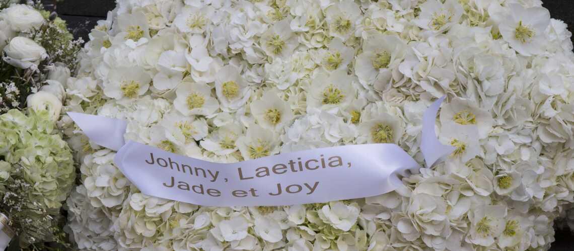 PHOTOS – Malgré le chagrin, Laeticia Hallyday a fait porter un sublime cœur en fleurs sur la tombe de France Gall