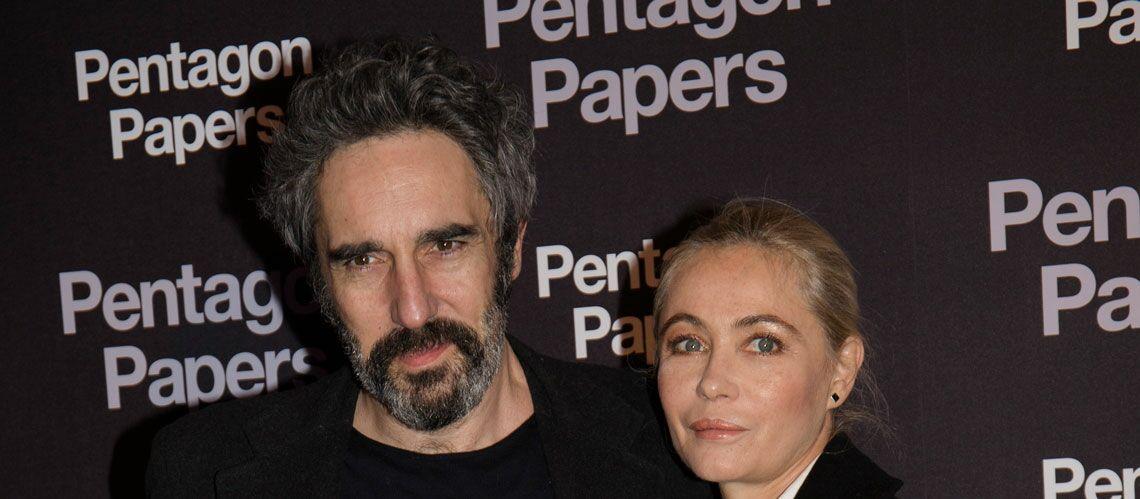 PHOTOS – Emmanuelle Béart et son amoureux Frédéric Chaudier complices pour une soirée glamour