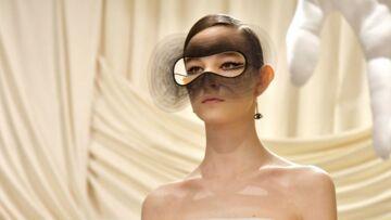 PHOTOS – Focus sur le sublime regard masqué du défilé Dior Haute-Couture printemps-été 2018!
