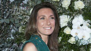 PHOTOS – Anne-Claire Coudray en robe moulante et zippée au dîner du sidaction
