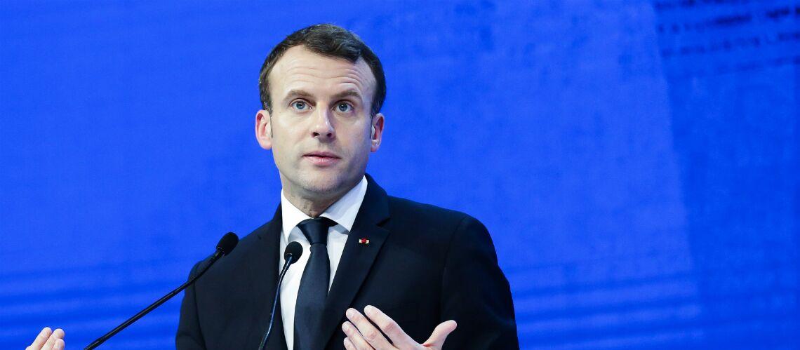 PHOTO – Pourquoi  Emmanuel Macron se fait moquer lors de son déplacement au Puy-de-Dôme