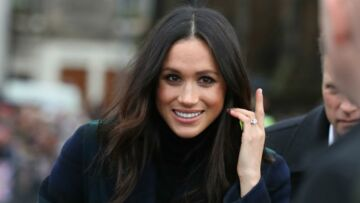 PHOTOS – Meghan Markle ultra chic à Edim­bourg, décou­vrez le prix de son long manteau tartan
