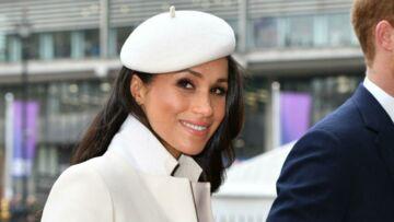 PHOTOS – Pour sa première sortie avec la reine, Meghan Markle sublime en manteau et chapeau blanc, éclipse Kate Middleton