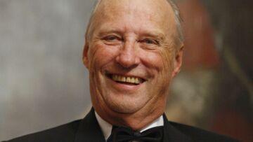 Le roi de Norvège, Harald V, copie le prince Charles!