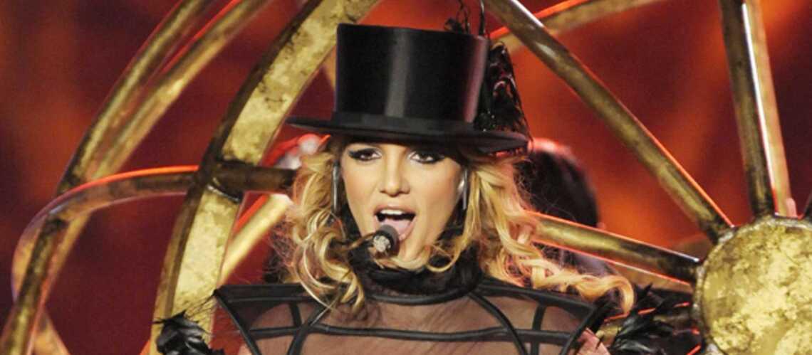 Britney Spears flirte avec son chorégraphe indien