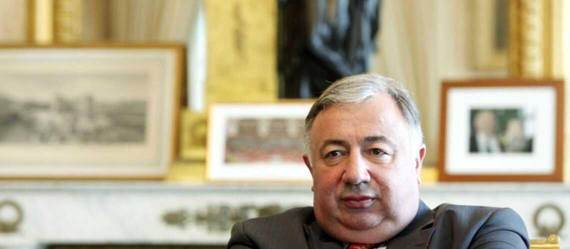 Le cumulard Gérard Larcher est la cible d'un opposant