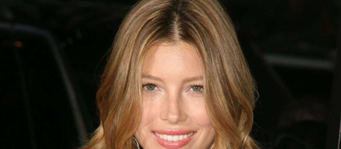 PHOTOS – Jessica Biel a exigé la coupe de cheveux « de Char­lotte Gains­bourg »