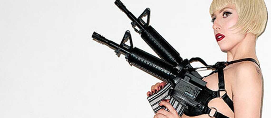 Lady Gaga ose le soutien-gorge mitraillette