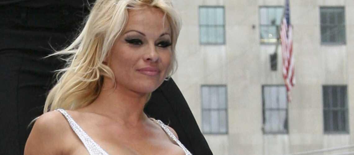 Frottez la lampe, et Pamela Anderson apparaîtra!