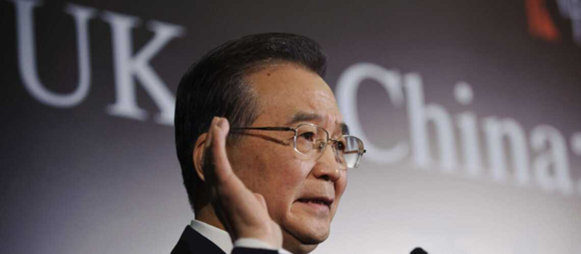 Vidéos: Wen Jiabao cible d'un attentat au godillot