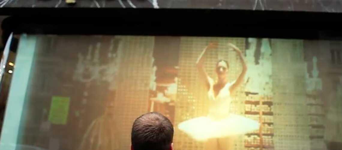 De vraies danseuses dans la vitrine de Repetto
