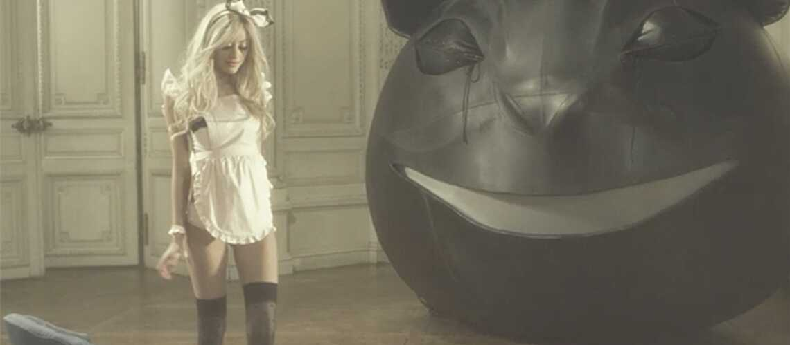 VIDEO- Zahia: son strip-tease félin