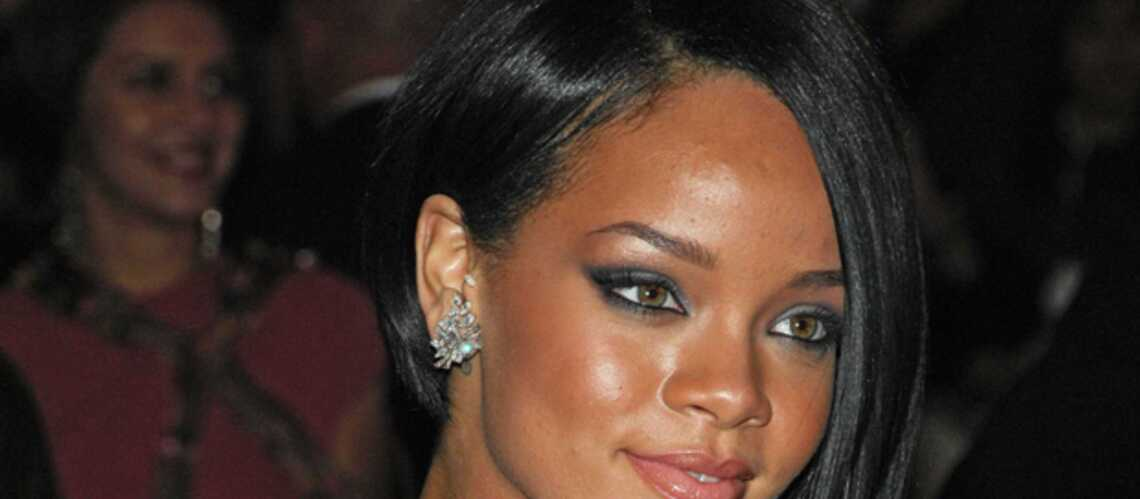 PHOTOS – Rihanna à Paris: plus sexy que jamais avec un décolleté ultra plongeant