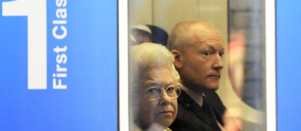 Elizabeth II: en train, comme tout le monde!