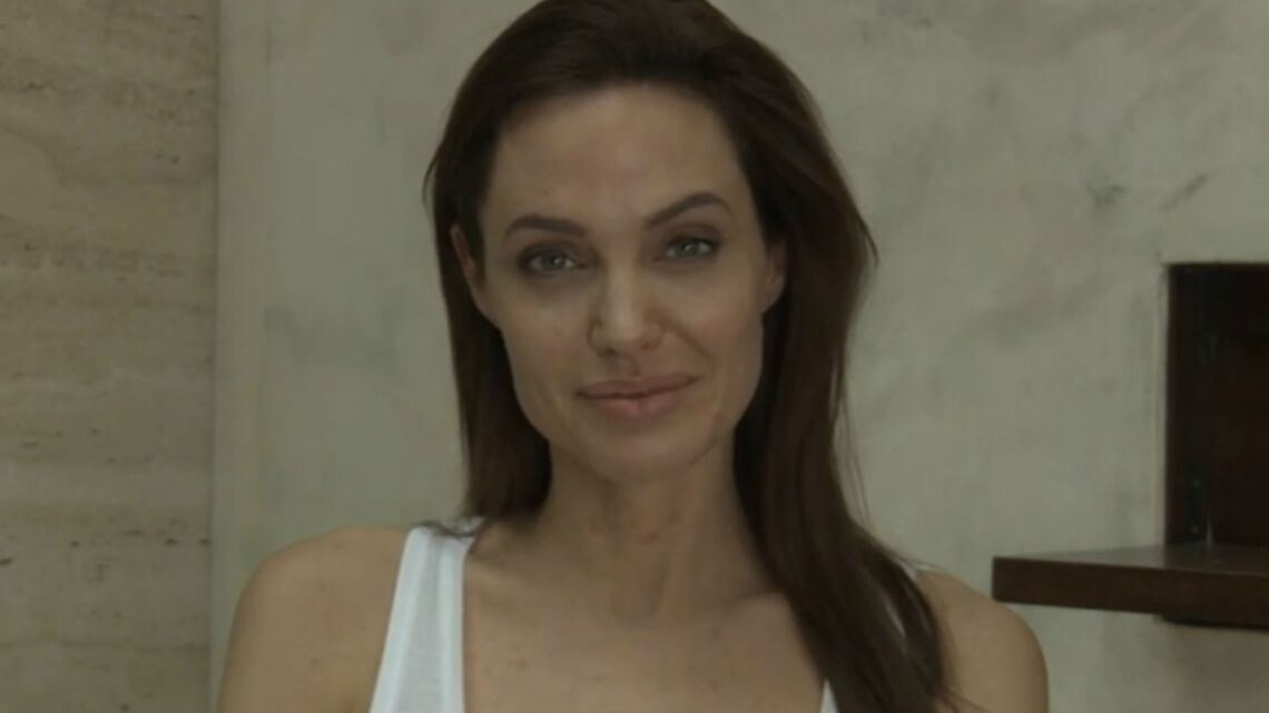 Vidéo – Angelina, Jolie avec des boutons