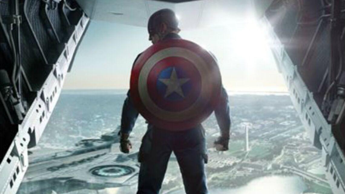 Regardez- Scarlett Johansson prête main forte à Captain America