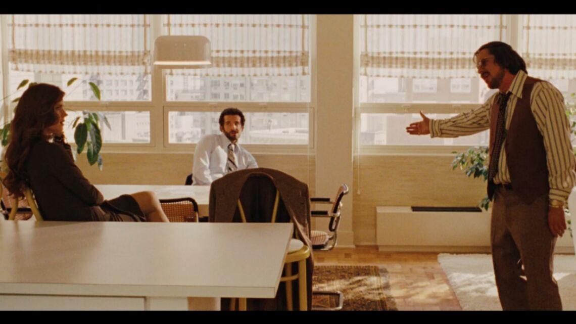 Vidéo – Bradley Cooper, Christian Bale et Amy Adams complotent dans American Bluff