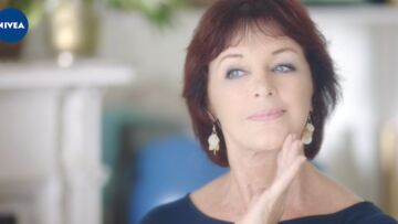 EXCLU VIDEO – Anny Duperey: à 70 ans, elle est la nouvelle star de Nivea!