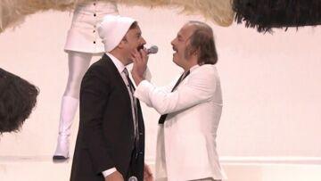 """VIDEO- Philippe Katerine et sa """"moustache"""" enflamment le plateau de Jimmy Fallon"""