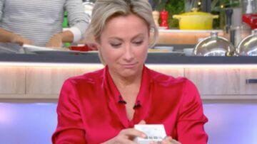 VIDEO – Anne-Sophie Lapix reçoit un sextoy de la part d'Arnaud Ducret