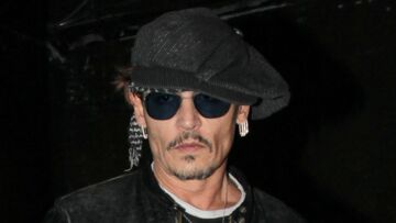 VIDEO – Ruiné, Johnny Depp est obligé de jouer les anima­teurs à Disney­land