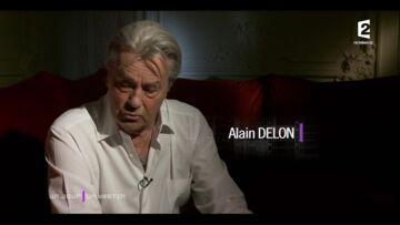 """VIDEO – """"Elle était magnifiquement faite"""": Alain Delon raconte sa rencontre avec Mireille Darc"""
