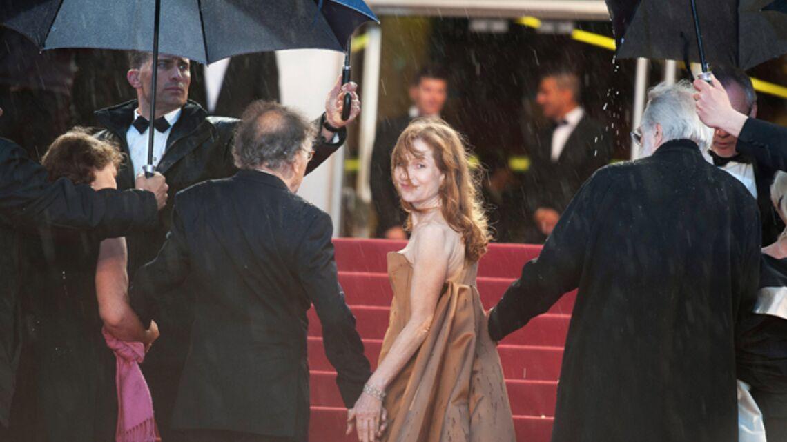 Cannes 2012: une montée des marches «in the rain»