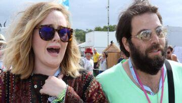 Fiancée à Simon Konecki, Adele a finalement décidé de reporter son mariage