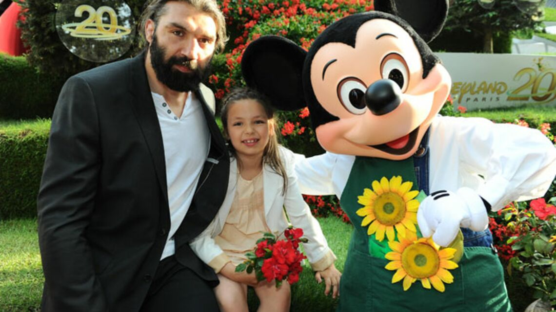 Vidéo- Sébastien Chabal et Mélissa Theuriau, roses de bonheur pour Mickey
